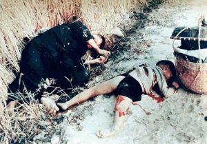 Padre e hijo muertos en My Lai
