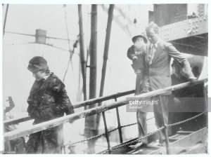 Los Lindbergh llegan a Liverpool con su segundo hijo.