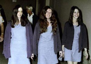 res de los miembros de la Familia Manson acusados por los crímenes: Susan Atkins, Patricia Krenwinkel y Leslie van Houten