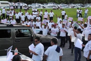 Taxistas entran establecen una tregua en su lucha para evitar se aplique la Ley de Movilidad