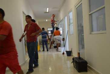 Trabajadores de la FGE en Cozumel dan recursos de su propia bolsa para reparar instalaciones