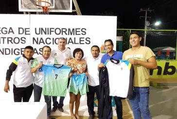 Reciben deportistas uniformes para representar a Q. Roo en competencia nacional