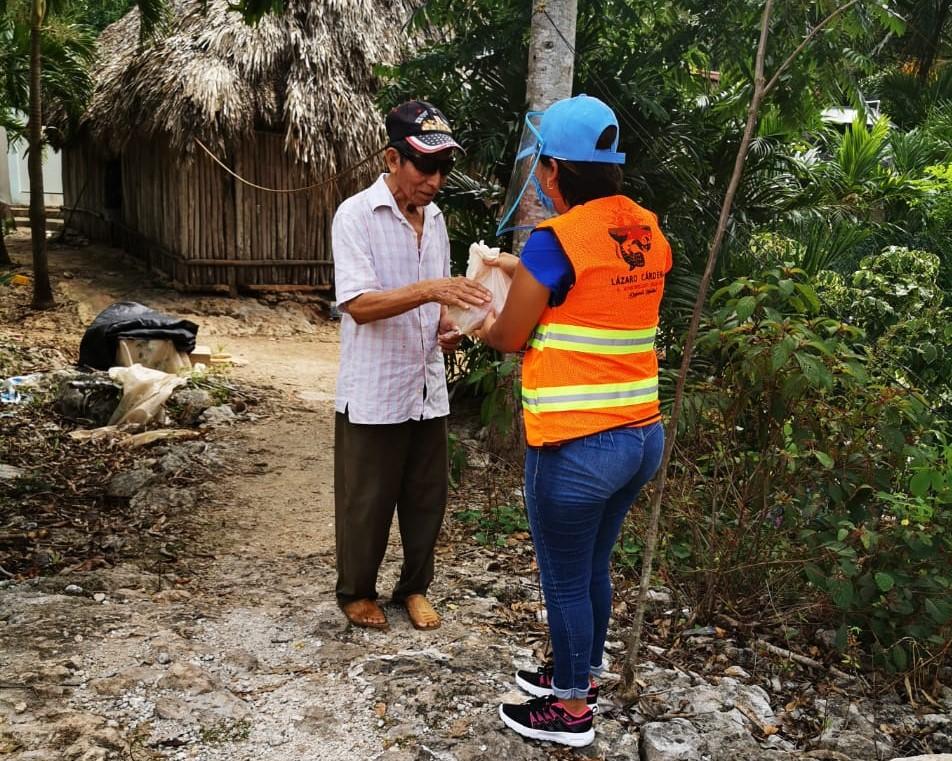 Continúa la ayuda alimentaria a comunidades del municipio de Lázaro Cárdenas.