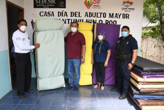 El DIF de Lázaro Várdenas entrega apoyos a Seguridad Pública