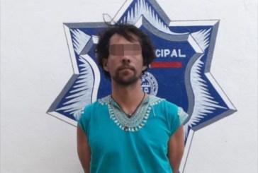 Policía municipal asegura a dos sujetos con drogas