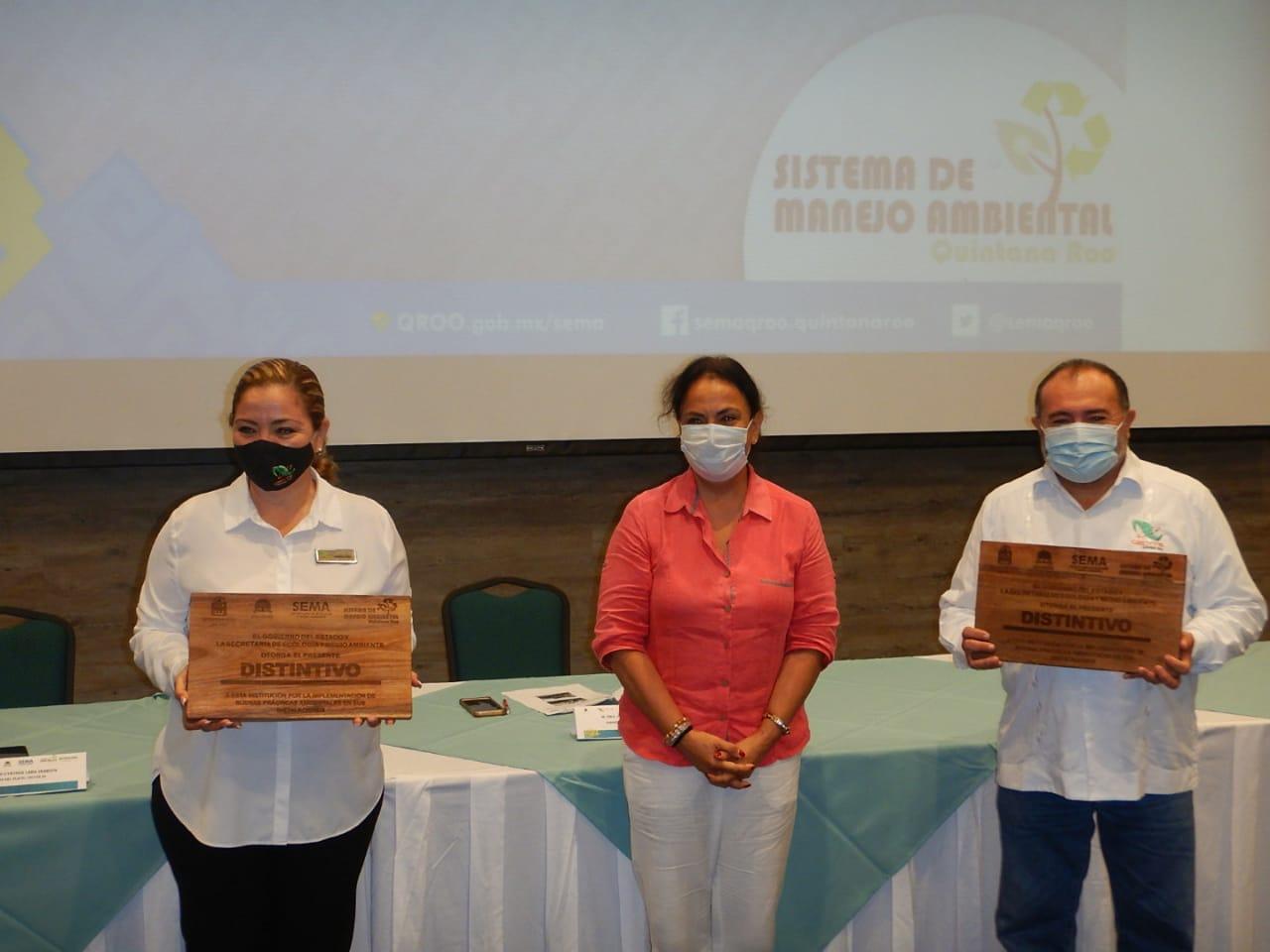 Los CECYTE I y IV de Cancún reciben distintivo por manejo ambiental