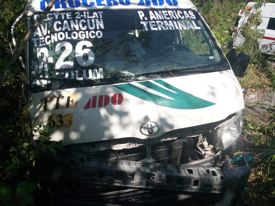 Tremendo accidente de una combi TTE deja 13 personas heridas