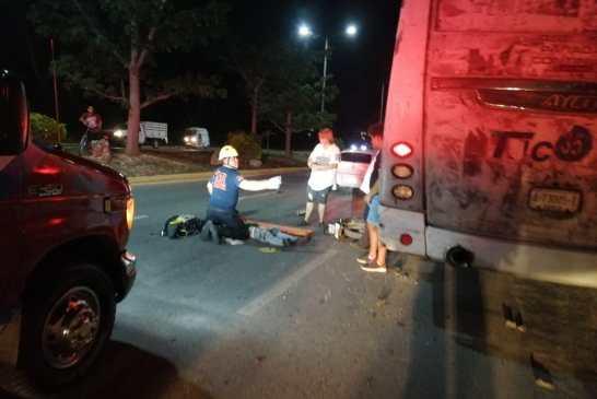 Motociclista en estado de ebriedad colisiona contra Tucsa estacionado