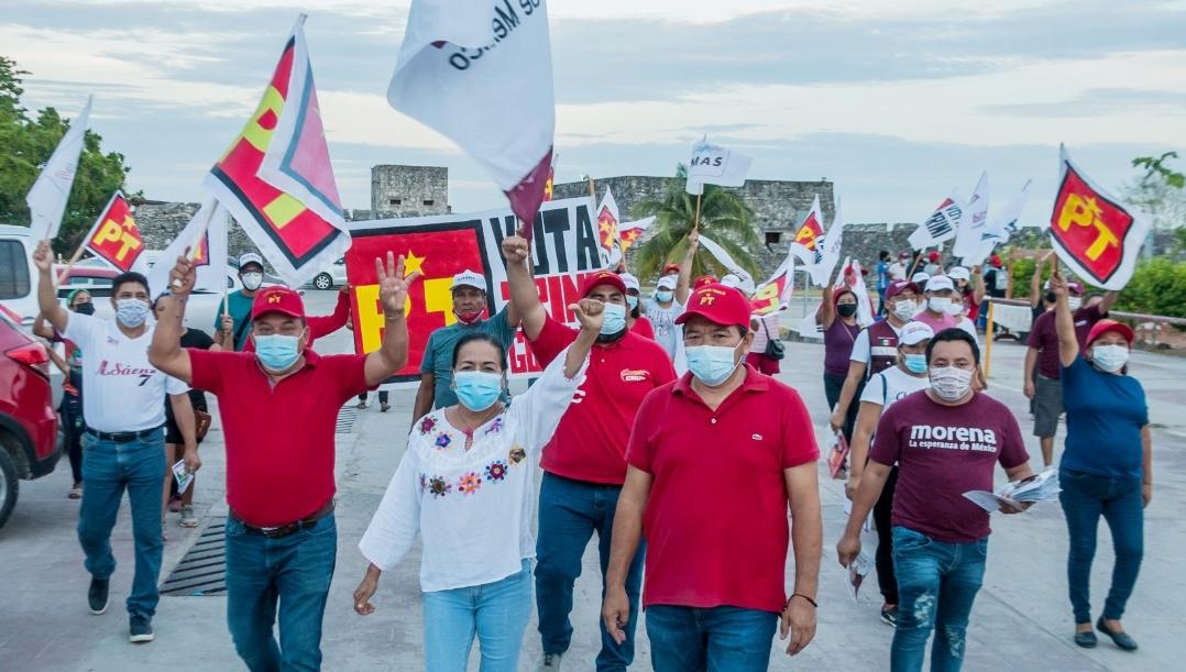 Aprueban los maestros a Trinidad Guillén para presidenta de Bacalar