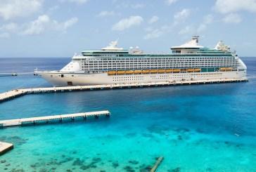"""Regresa en menos de una semana a Cozumel el """"Adventure of the Seas""""; prestadores de servicios reconocen la labor de Pedro Joaquín para el retorno de los cruceros"""