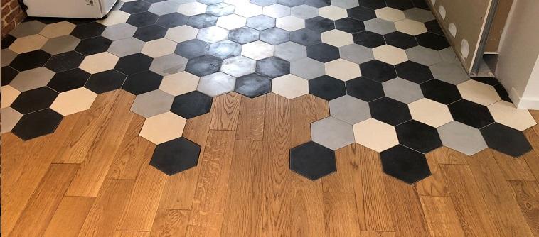 carreaux de ciment sur le sol