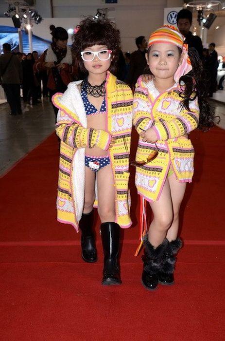 Scandal at Chinese Motorshow: baby models in bikini