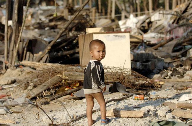 fenghuang-slum-demolition-1-Demolition of a Chinese slum