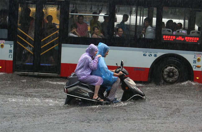 chengdu-2 pictures of floods in China