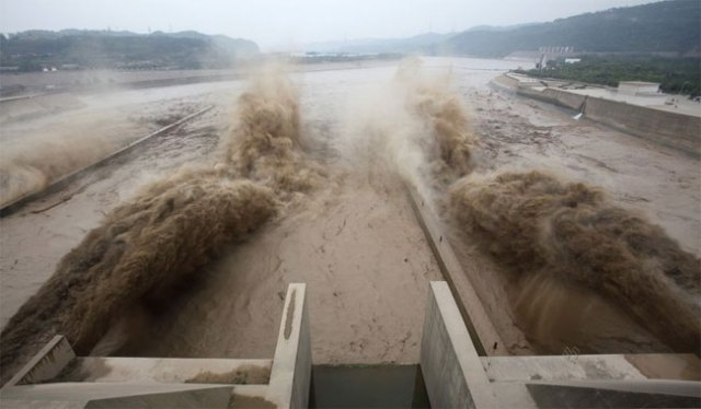 xiaolangdi-2 pictures of floods in China
