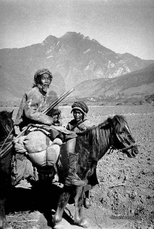 Pilgrims on the way to Kawakarpo