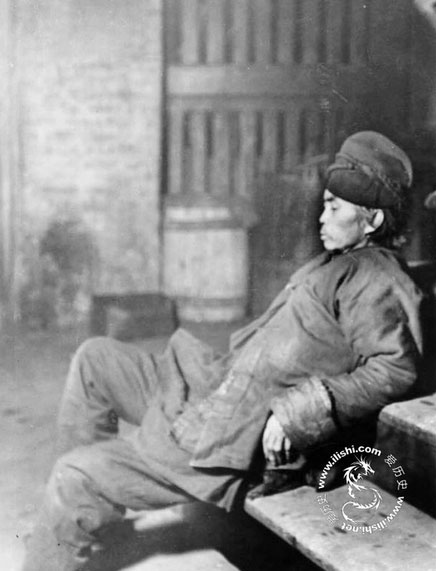 chinese-workers-opium-02
