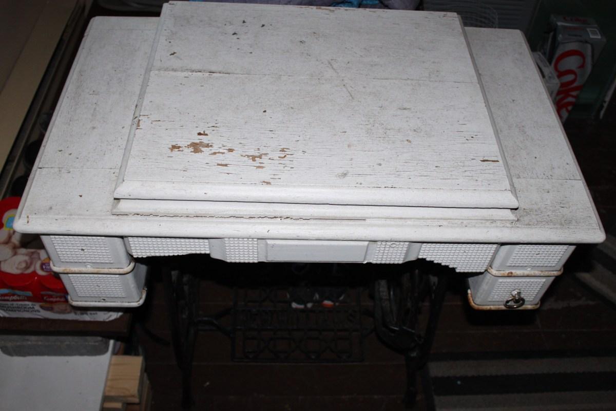 Old Rusty Vintage Sewing Maching