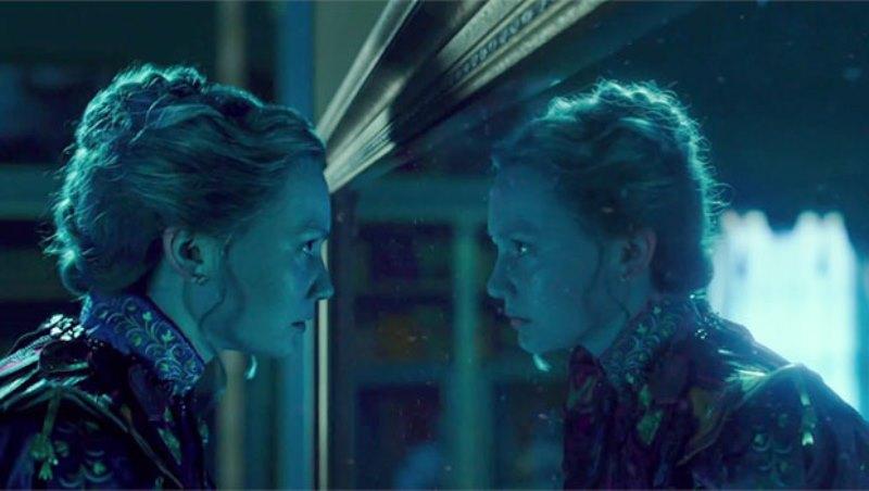 Alice attraverso lo specchio tim burton presenta il film - Alice dietro lo specchio ...