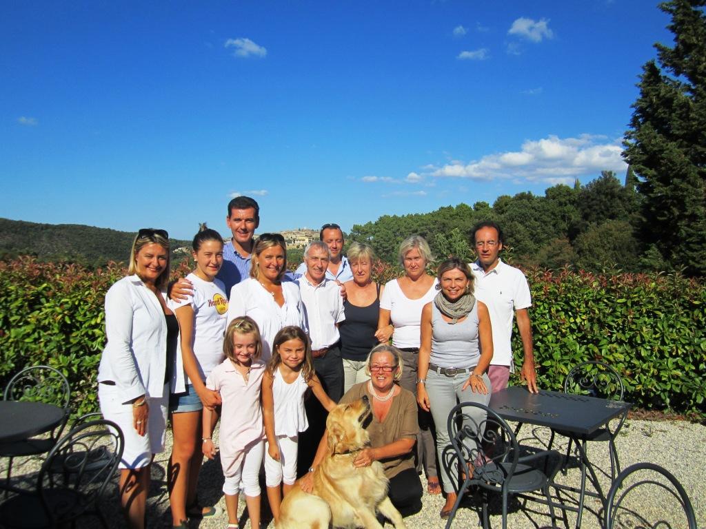 Marcello Lunelli con famiglia e amici e Donatella