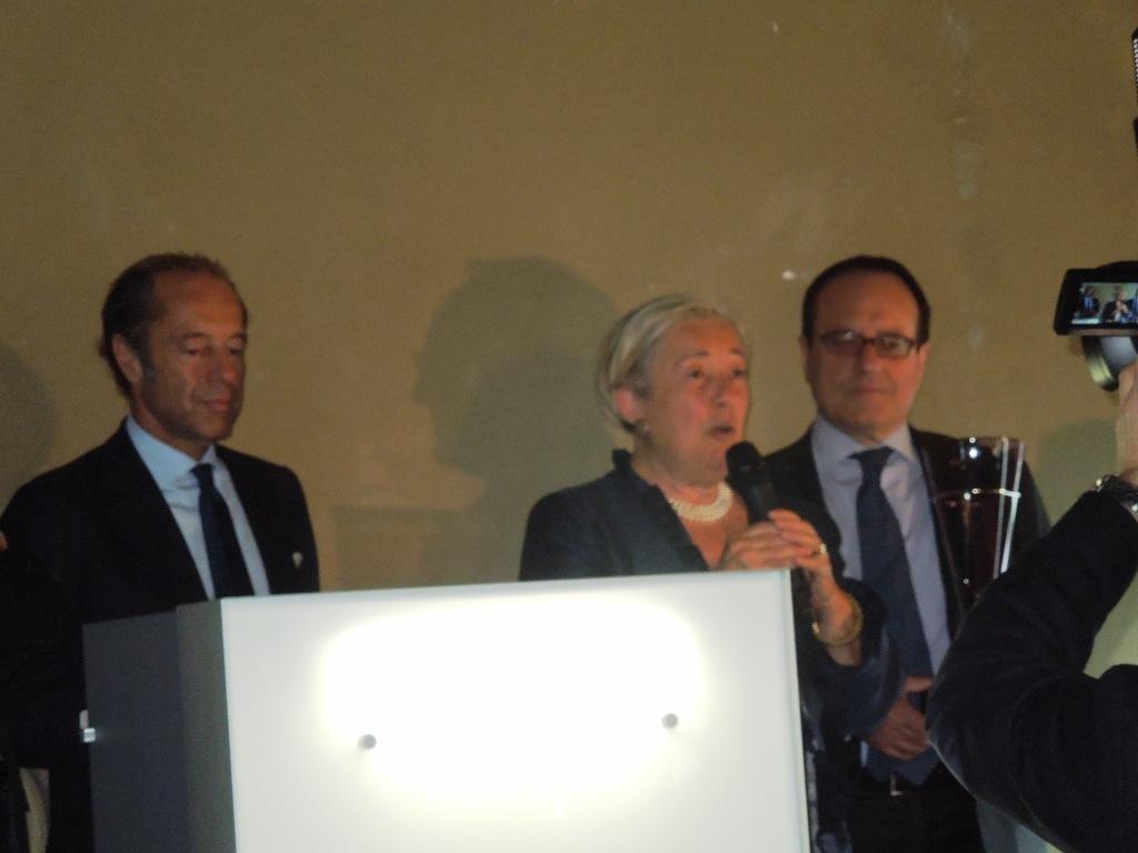 Donatella con Ettore Riello e Giovanni Mantovani nel momento della premiazione