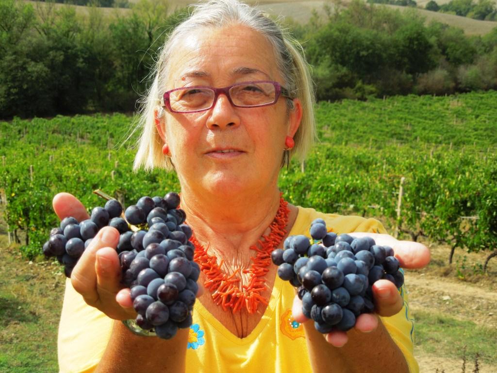Donatella con l'uva per il Brunello