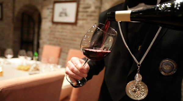 sommelier-bicchiere da vino rosso