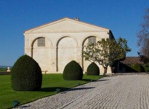 Mouton-Rothschild-Chateau-Jardins-allee1