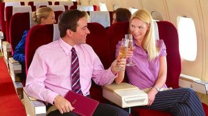 Couple-on-plane-with-drinks