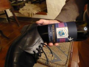 Rosso di Montalcino DonatellaCinelliColombini tentativo di stappaggio con scarpa