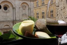 Vino-e-formaggio-esaltazione-dei-sensi