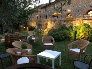 Lighting-for summer-dinners- standing -in -the-park-Fattoria-del-Colle-Toscana