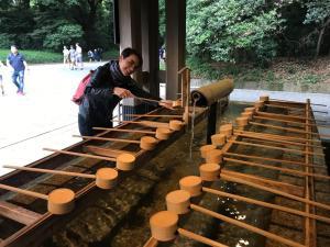 Violante-Gardini-al-tempio-a-Tokyo