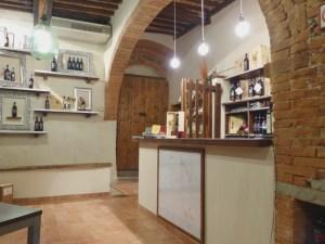 Punto-vendita-cantina-Fattoria-del-Colle-Toscana