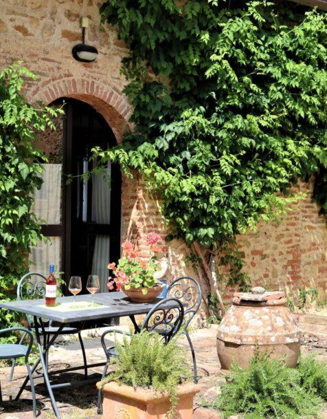 Fattoria del Colle - Farmhouse in Tuscany - Apartment Imbottigliamento outside
