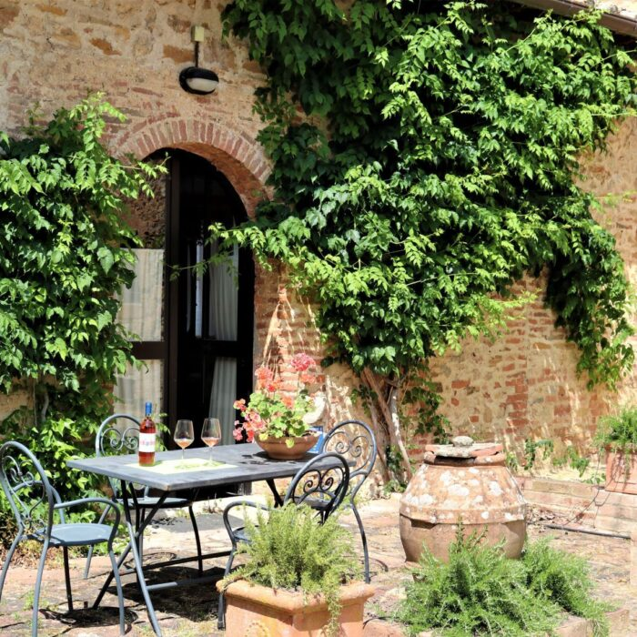 Fattoria del Colle - Farmhouse in Tuscany - Apartment Imbottigliamento outside
