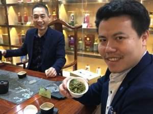 I-cinesi-abituati-al-te-e-a-cibi-non-grassi-hanno-un-metro-di-giudizio-diverso-sul-vino