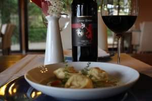 Ristorazione-vino-e-covid-come-cambiano-e-come-potrebbero-cambiare-Ravioli con ripieno di pecorino Leone Rosso (3)
