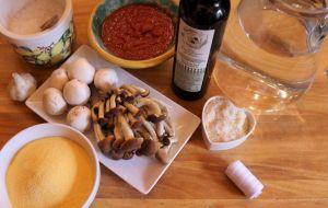 Ingredienti per la Polenta o Pulenda con i funghi - Fattoria del Colle