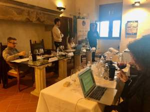 Gabriele Gorelli MW guides the wine tasting of DOC Orcia wines in San Giovanni d'Asso - 2019