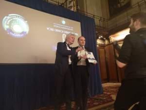 Londra_Stefano-Ricagno-riceve-il-premio-per-Cuvage