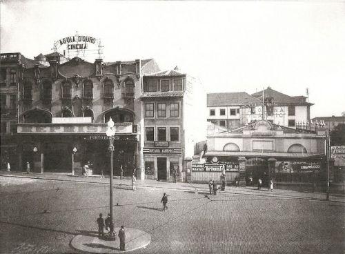Cinema Águia D'Ouro, na Praça da Batalha. À direita, encontra-se o Salão High Life