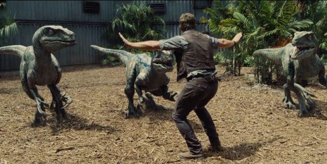 Jurassic World - Chris Pratt e velociraptors