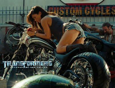 transformers-megan-fox-on-bike2 Transformers 2 - A Vingança dos Derrotados