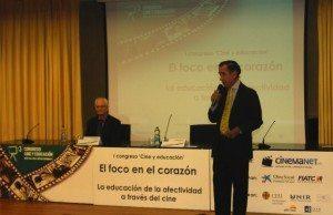 D. Enrique Rojas. Sentado en la mesa, Daniel Arasa