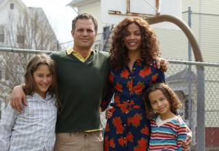 "(L-r) Imogene Wolodarsky, Mark Ruffalo, Zoe Saldana and Ashley Aufderheide star in Sony Picture Classics' ""Infinitely Polar Bear"""
