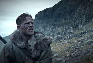 Charlie Hunnam stars in KING ARTHUR : LEGEND OF THE SWORD