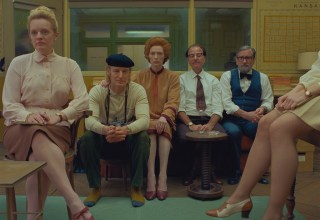 (From L-R): Elisabeth Moss, Owen Wilson, Tilda Swinton, Fisher Stevens and Griffin Dunne in the film THE FRENCH DISPATCH