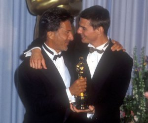 Dustin-Hoffman-posed-Oscar-he-won-Rain-Man-1989-along