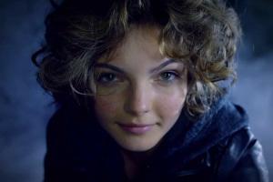GothamCamren_Bicondova_as_SelinaKyletrailerscreenshotLSTheCW